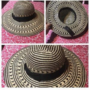 BCBGMaxAzria Summer Straw Hat Size Small, new